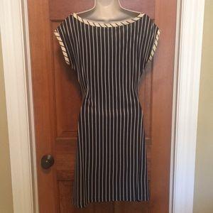 Diane Von Furstenberg Dresses - Diane von Furstenberg navy/cream print silk dress